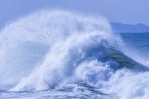 お盆の海の土用波が危険